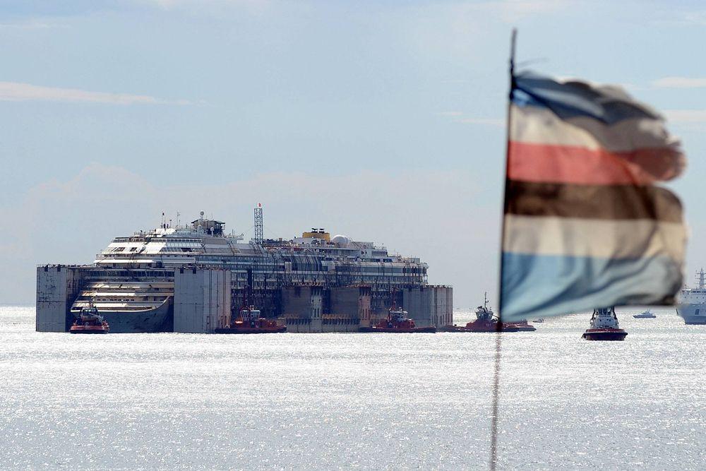 Операция по доставке судна с итальянского острова Джильо до Генуи заняла в общей сложности четыре дня, для буксирования лайнера были привлечены более десятка судов.