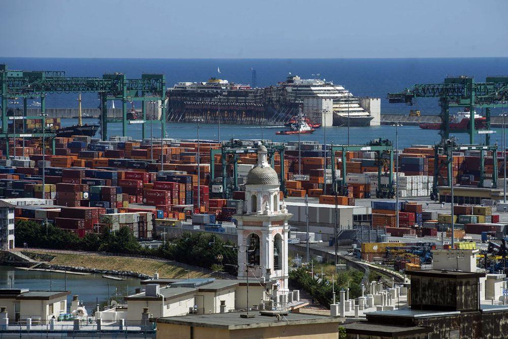 Трагедия с круизным лайнером разыгралась в ночь на 14 января 2012 года. В районе поселка Джильо-Порто на острове Джильо «Коста Конкордия» села на риф, получила пробоину и начала тонуть.