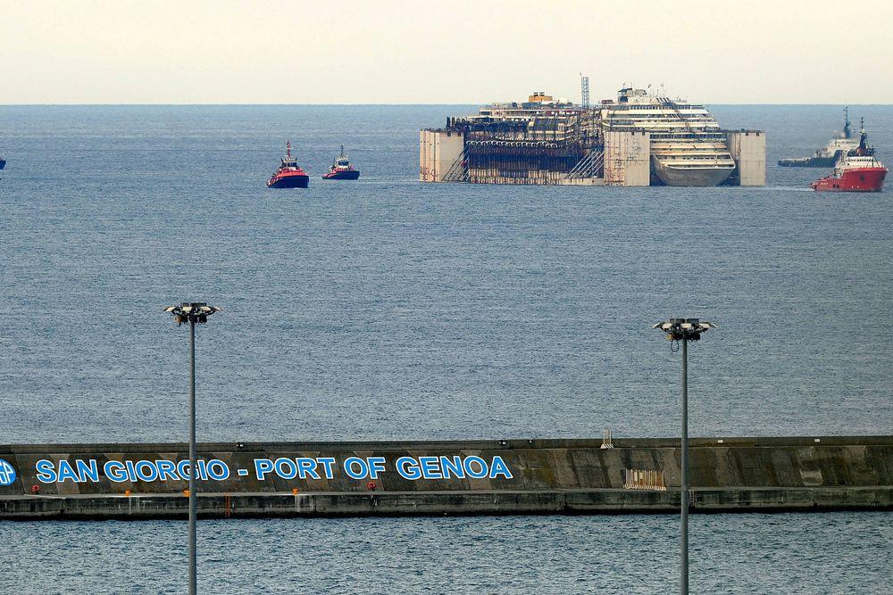 На самом судне находились 12 человек, они следили за техническим состоянием судна.