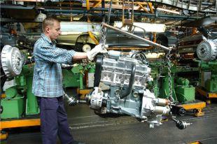 Продажи АвтоВАЗа по России в апреле сократились на 38,3%