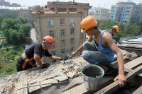 Работы на крыше стоят дорого, но если у дома нет хорошей «шапки»,  расходы на его содержание выливаются в ещё большие траты.