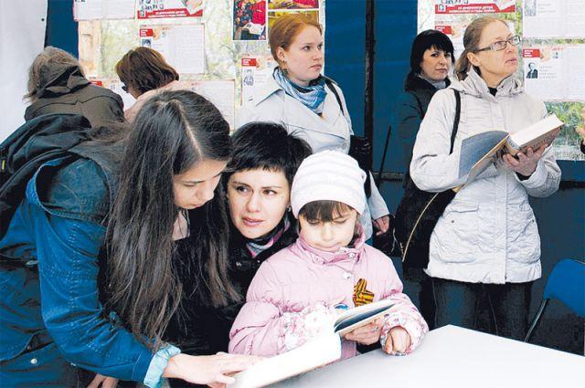 «Детская книга войны» приковывала внимание всех: читали книгу и отрывки дневников на стенах информпалатки