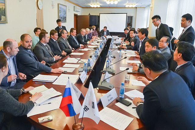 Во время встречи в администрации Приморья.