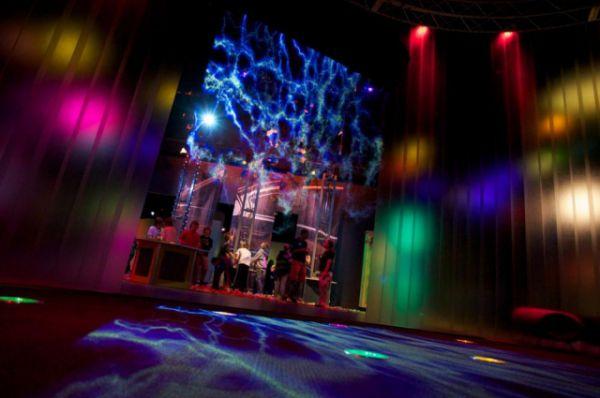 3D-проекция на экране из водопада.