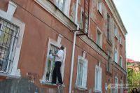 Жильцам приходиться самим заниматься фасадами.