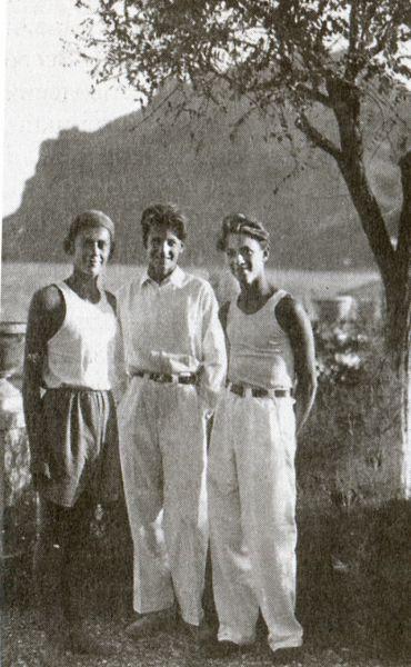Женя Зингер, Стасик Нейгауз, Сережа Перцов. Лагерь детей писателей в Коктебеле, август 1940 г.