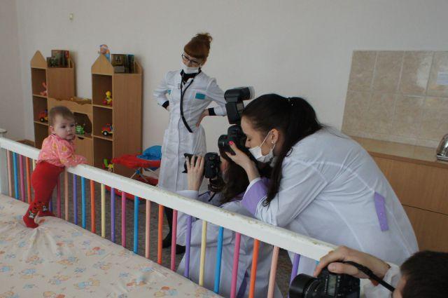 Уральцы увидят малышей, живущих в исправительной колонии