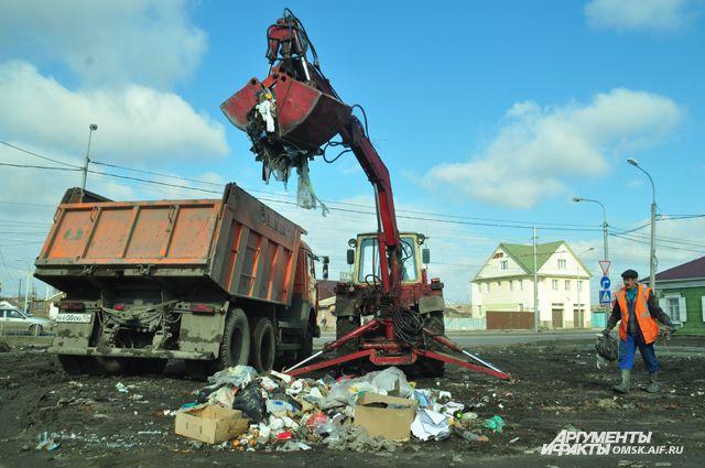 Много мусора скапливается в частном секторе.