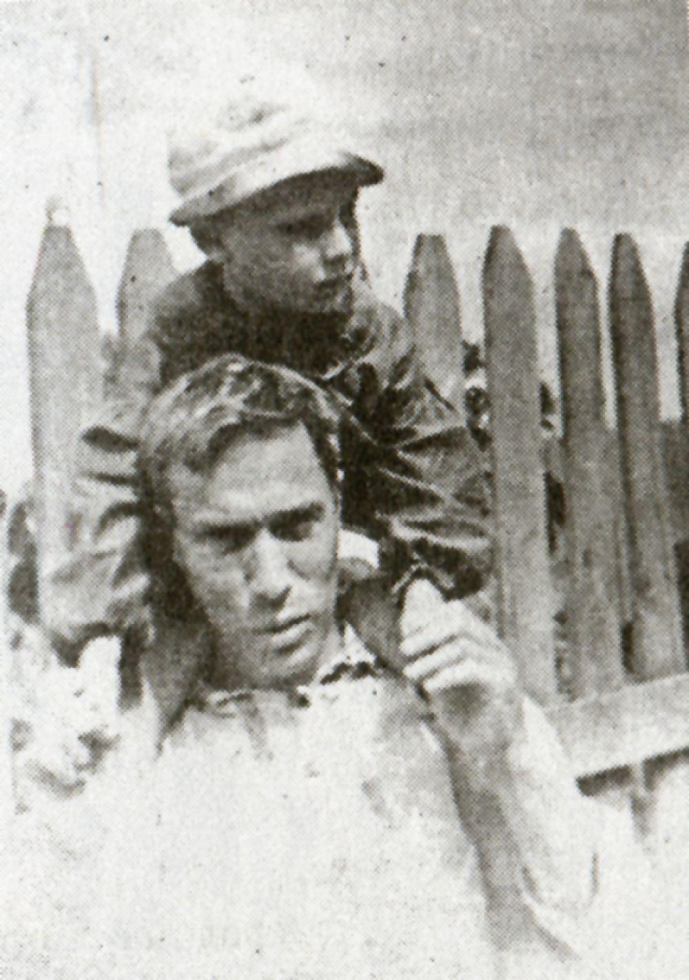 Борис Пастернак с сыном Леонидом в Чистополе