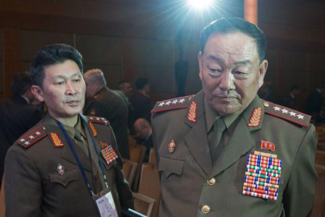 Хен Ен Чхоль (справа) на конференции в Москве