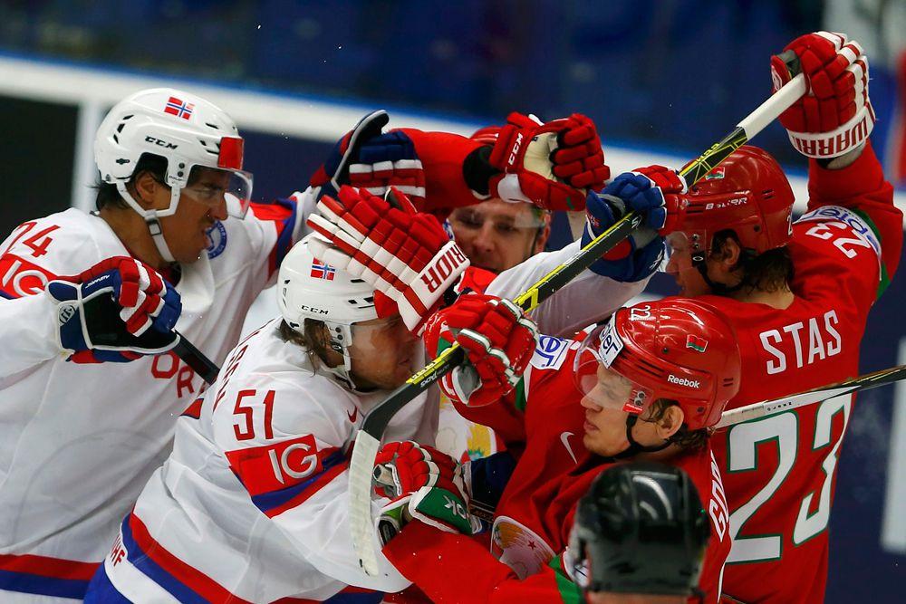Драка между игроками сборных Норвегии и Беларуси.
