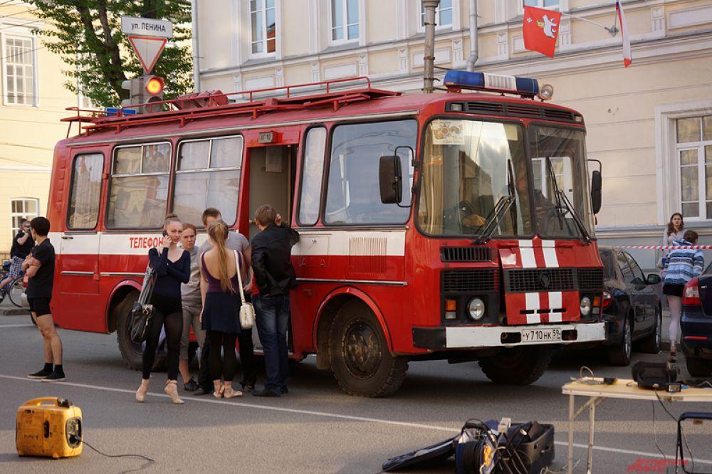 В 18.40 пожар ликвидровали. Всего было задействованы 22 единицы техники, 69 человек личного состава.