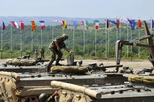 НАТО не собирается возобновлять сотрудничество с Россией
