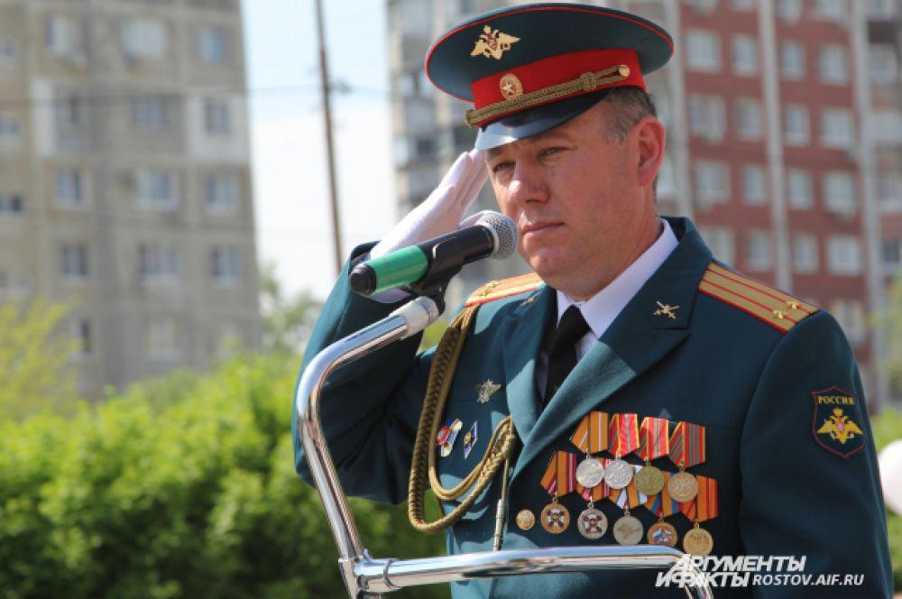 Главнокомандующий парадом, командир батальона 175 бригады управления ЮВО подполковник Вадим Мартя, в роли столь высоко ранга он выступает впервые.