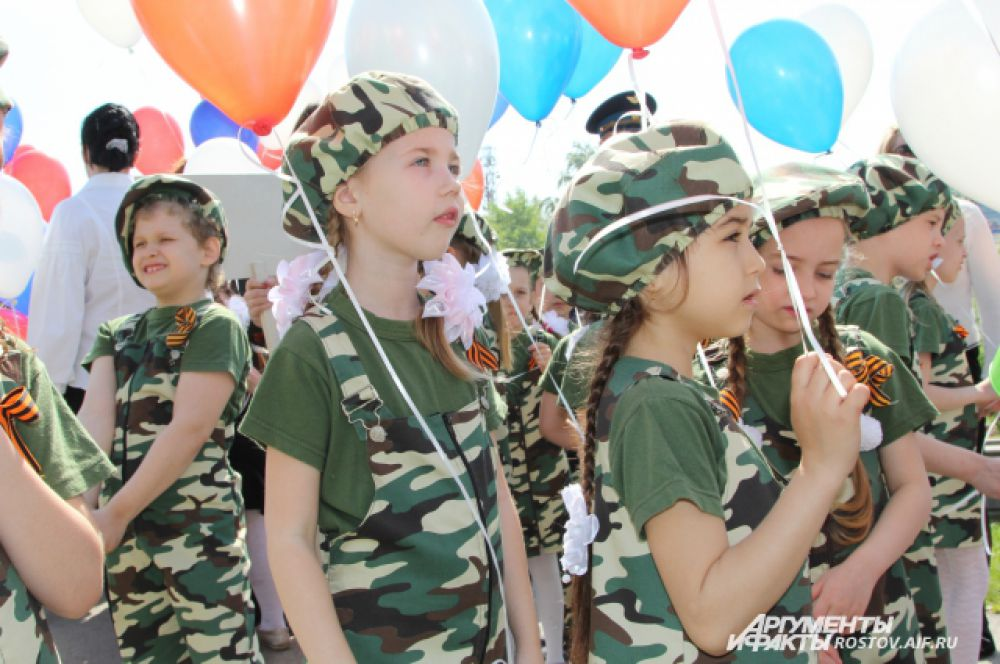 Дошкольники с желанием и патриотизмом отнеслись к своему первому в жизни публичному мероприятию.