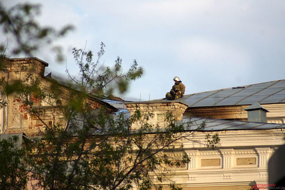 В Перми произошел крупный пожар в главном корпусе ПГАИК.