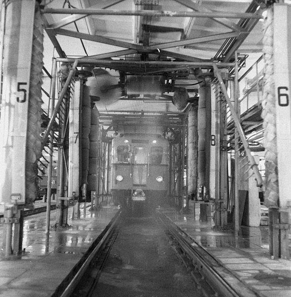 Мойка вагонов метро. 1969 год.