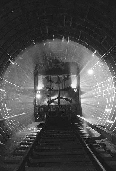 Машина для мойки тоннелей Московского метрополитена. 1955 год.