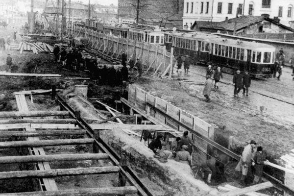 Открытое строительство шахты метрополитена в Москве. 1933 год.