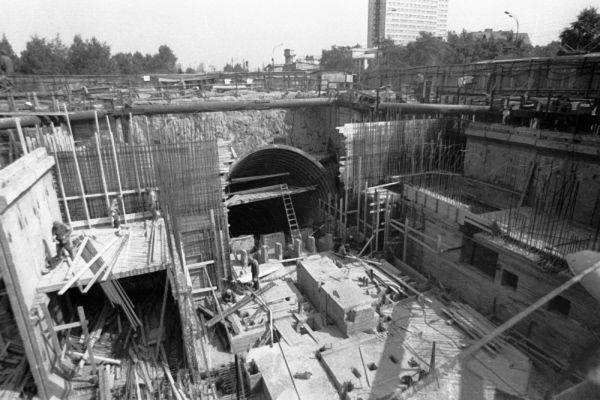 Строительство станции метрополитена открытым способом. 1979 год.