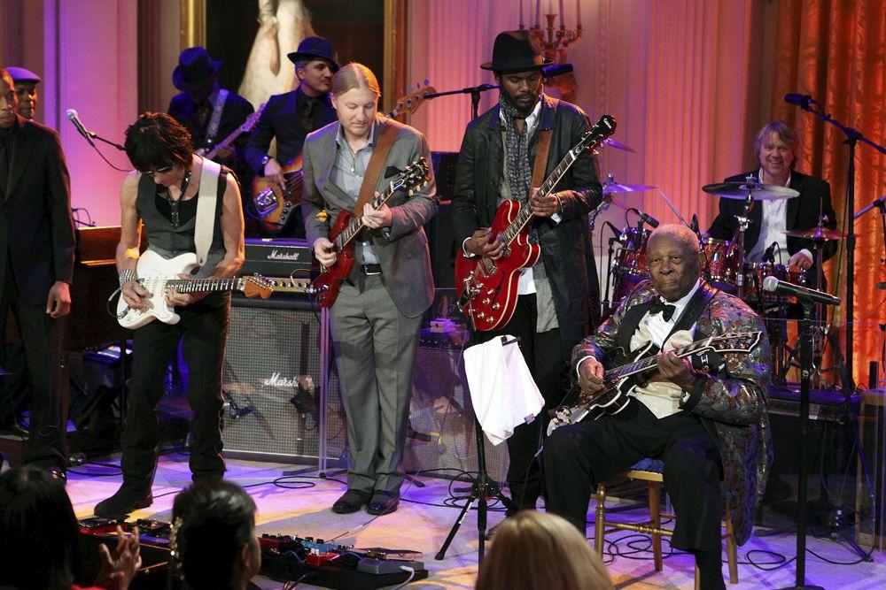 В 1951 году Би Би Кинг создал свой хит номер один — Three O'Clock Blues, который сделал его известным в стране. С этого времени начались многочисленные гастроли музыканта. В 1956 году вместе со своей группой Би Би Кинг дал 342 концерта.