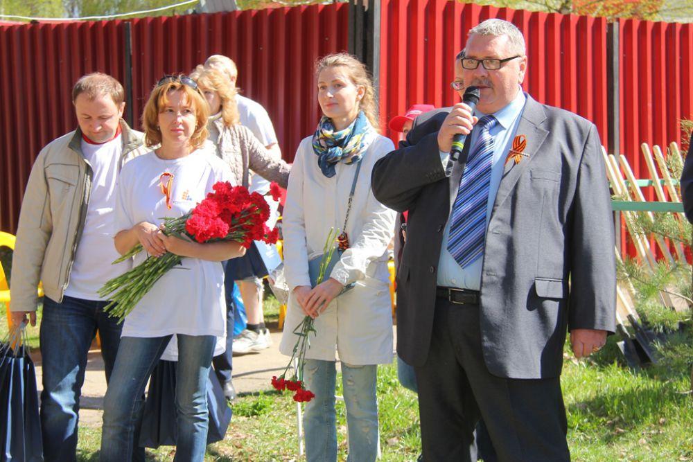 Генеральный директор компании «Квартстрой-НН» Сергей Жмаев поздравил ветеранов