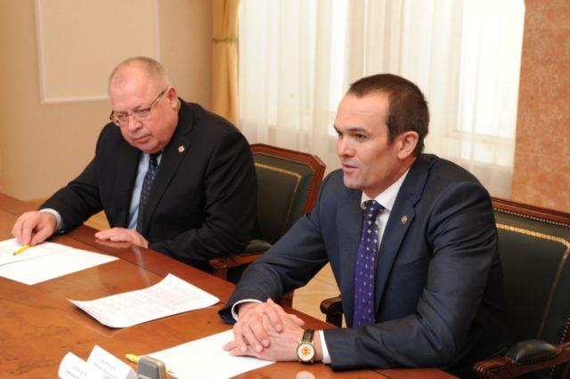 Михаил Игнатьев и Александр Иванов (слева) - самые высокооплачиваемые чиновники в ЧР.
