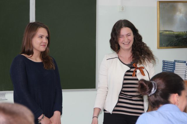 Студентки Алена Сытник и Карина Фомина рассказали выпускникам, как сдать экзамены.