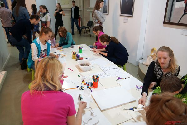 Для детей и взрослых прошли  мастер-классы. Например, по изготовлению плаката.