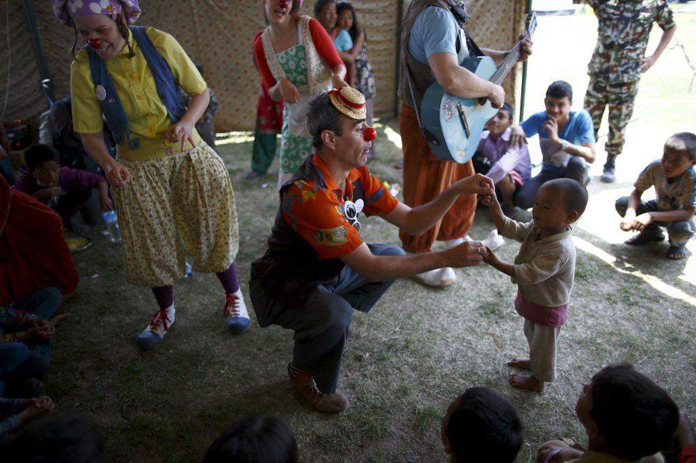 Генеральный секретарь ООН Пан Ги Мун пожаловался на нехватку средств для оказания помощи пострадавшему от двух землетрясений Непалу, от запрошенной суммы собрано лишь 14%.