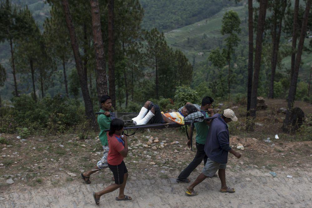 Министр здравоохранения Непала Хагарай Адхикари заявил, что число жертв разрушительного землетрясения в стране, вероятно, не превысит девяти тысяч человек.
