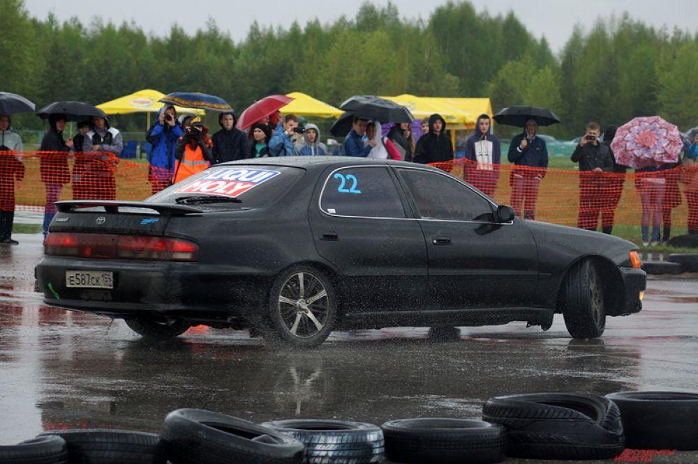 В покорении трасс приняло участие 20 гонщиков из Челябинска, Самары, Перми.