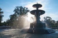 Вода в фонтанах меняется раз в месяц.
