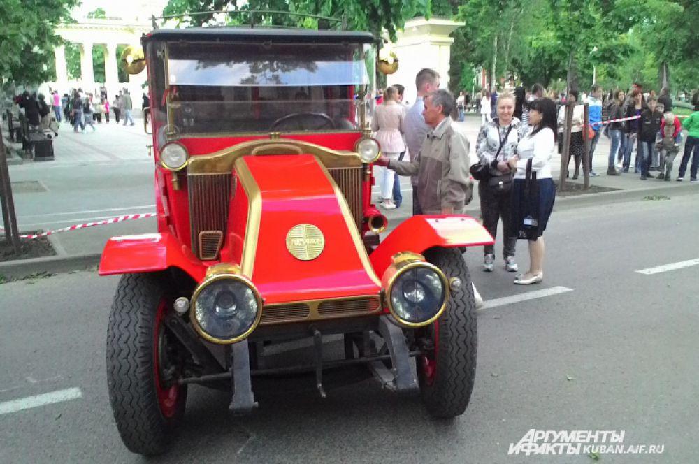 Один из образцов ретро-техники. Все машины на ходу.