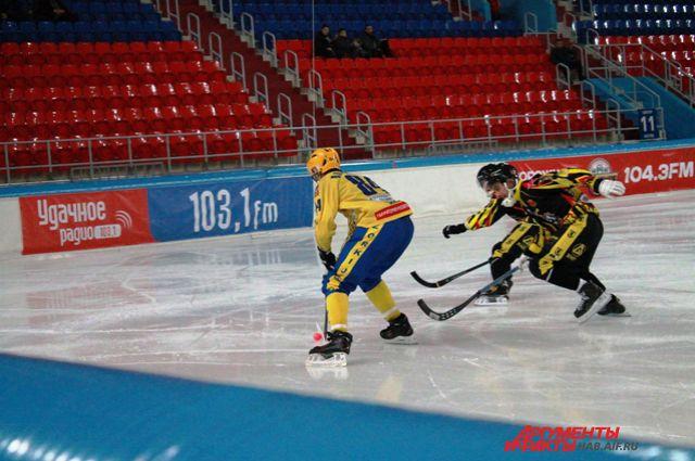 Один из матчей хабаровского клуба против команды «Зоркий», где в ушедшем сезоне выступал Ишкельдин