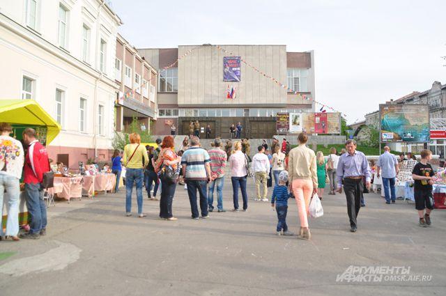 Краеведческий музей с самого утра начал радовать посетителей.