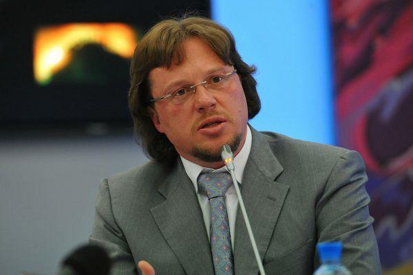 Сергей Полонский родился в 1972 году в Санкт-Петербурге (тогда — Ленинград), в 1990–1992 годах служил в армии. В 1994 году в Санкт-Петербурге вместе с Артуром Кириленко основал компанию «Строймонтаж», спустя три года занял пост её гендиректора.