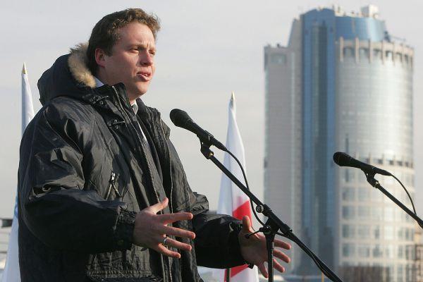 В 2000 году компания вышла на московский рынок. В том же году Полонский закончил Санкт-Петербургский архитектурно-строительный университет по специальности «экономика и управление на предприятии строительства». В 2004 году компания была переименована в Mirax Group. Она занималась строительством таких жилых комплексов, как «Корона», «Золотые ключи-2», «Кутузовская Ривьера», а также бизнес-центров «Europe-Building», «Pollars» и других.