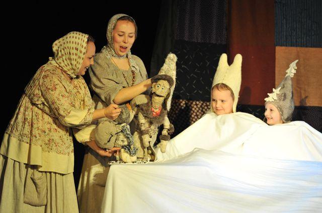 Актёры задействовали в постановке юных зрителей.