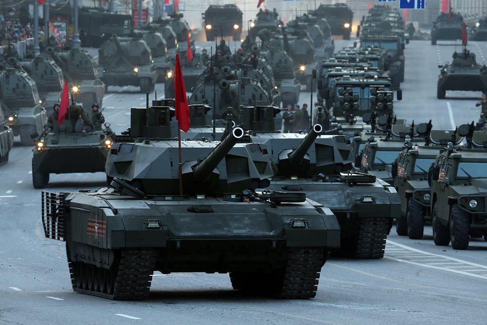 На втором месте – Российская Федерация. По оценке экспертов, наша страна обладает огромным количеством бронетанковой техники (15 398 танков), а также большим военно-морским флотом. При этом страна является одним из крупнейших в мире производителей нефти. РФ занимает четвертое место по количеству военнослужащих (766 000 человек), но в основном это - служащие срочной службы.