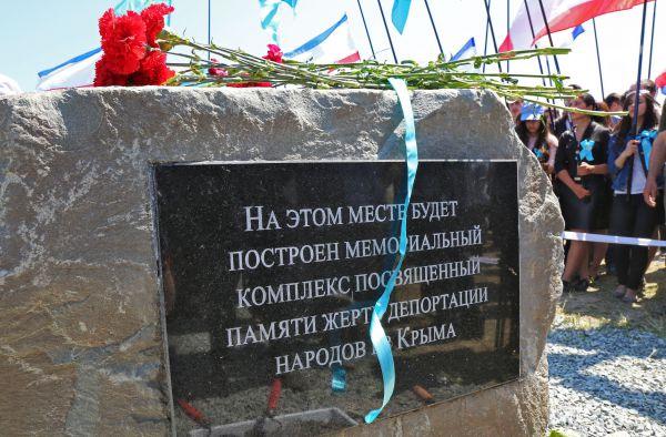 В этот же день на железнодорожной станции «Сирень» в Бахчисарайском районе на месте будущего мемориального комплекса, посвящённого памяти жертв депортации, была заложена капсула.