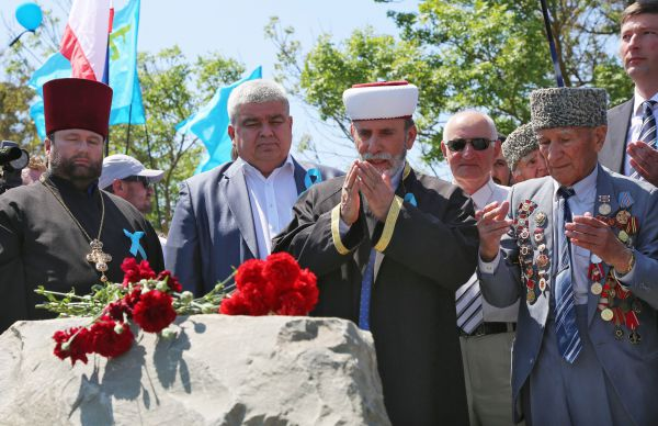 Затем выступили представители крымской власти, религиозных конфессий республики.