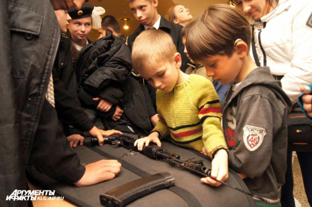 ... научиться собирать и разбирать оружие.