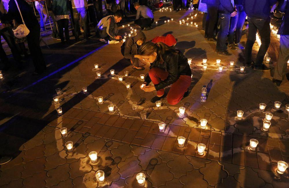 Вечером 17 мая на площади Ленина Симферополя прошла акция «Зажги свечу в своём сердце».