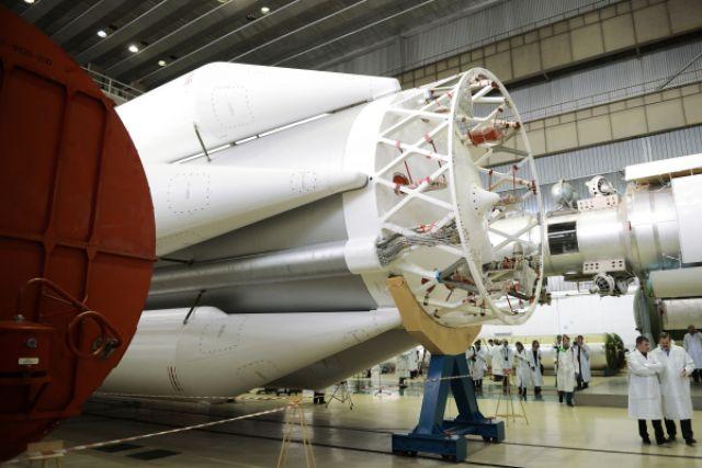 Вцехе сборки ракет-носителей «Протон» вкосмическом научно-производственном центре имени М.В. Хруничева.
