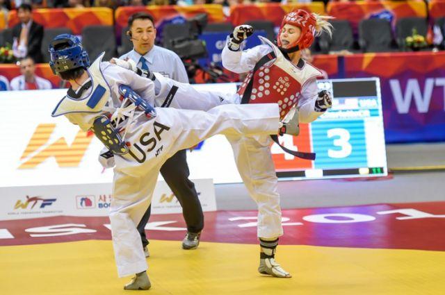 Россиянка Светлана Игуменова в поединке против спортсменки из США.