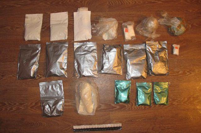 При обыске наркополиция обнаружила расфасованный товар.