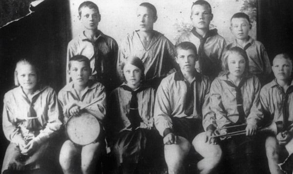 Новосибирские пионеры в 1924 году.