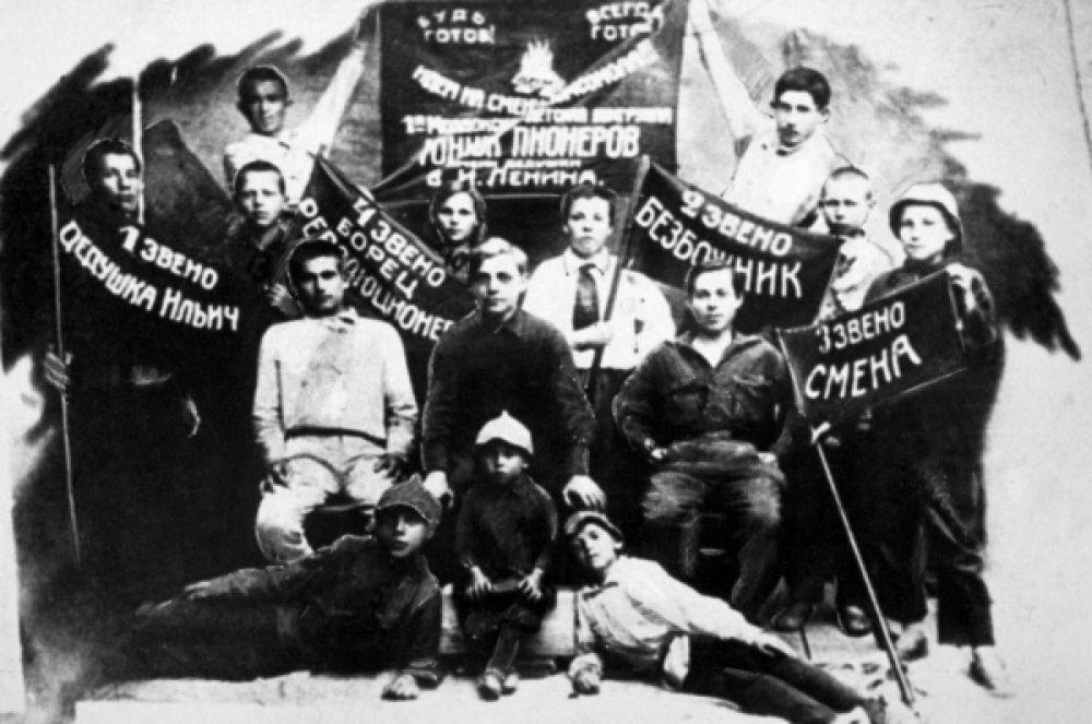 Первый пионерский отряд Моздокского района Северной Осетии. 1922 год.