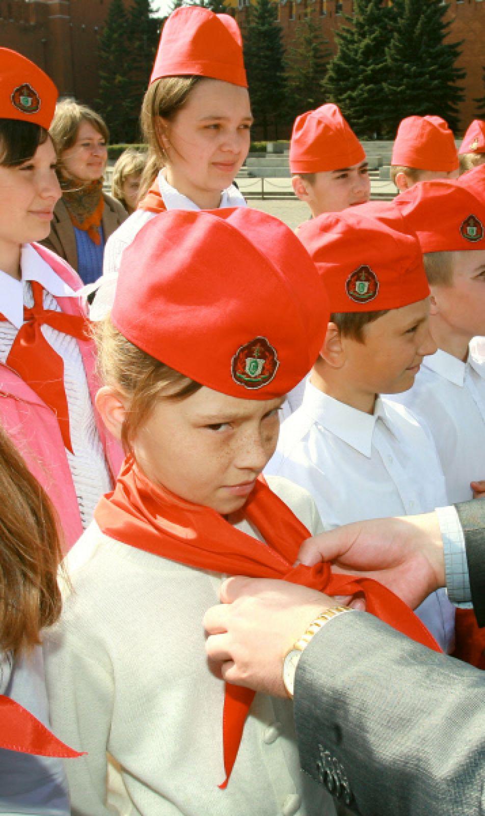 Церемония посвящения в пионеры прошла на Красной площади. 2006 год.